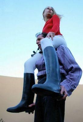 男を馬乗りにした女たち08