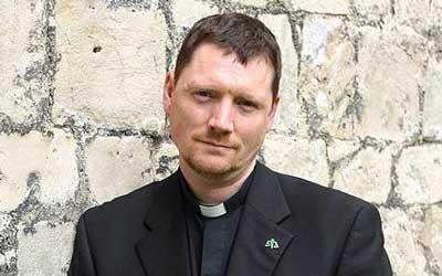 ティム・ジョーンズ神父42歳