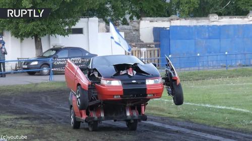 ロボットに変形する車「リアル・トランスフォーマー」02