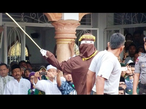 インドネシアのムチ打ち刑