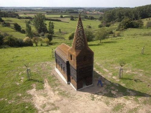 ベルギーの透ける教会00
