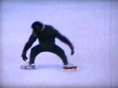 チンパンジーがフィギュアスケート