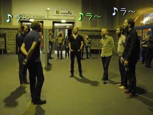 駅でアイスランドの讃美歌00