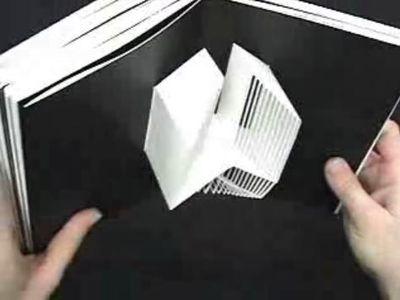 アルファベットが飛び出す絵本『Abc3d 』02
