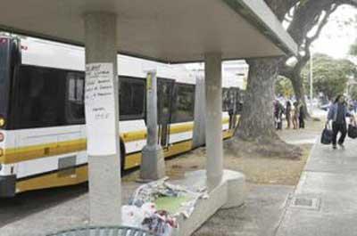 悪臭でバス停が移動01