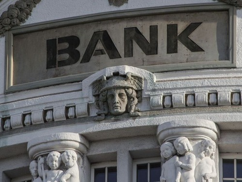 新型コロナの前後と銀行