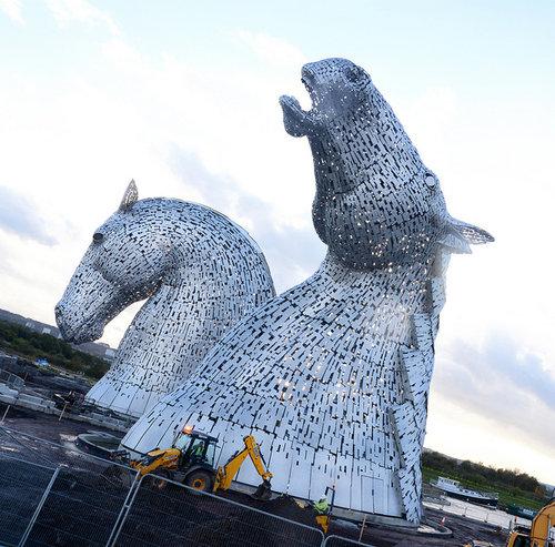 スコットランドにケルピーの巨像12