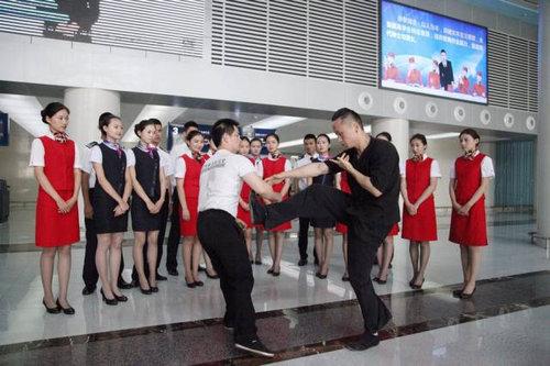 中国ではキャビンアテンダント志望の競争率が高い03