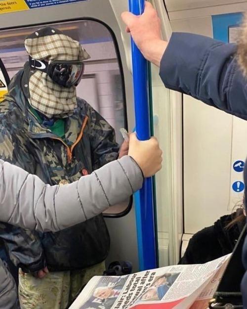 ニューヨーク地下鉄のマスク03