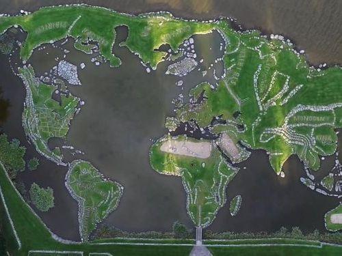 デンマークの湖に大きな世界地図00