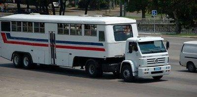キューバのらくだバス03
