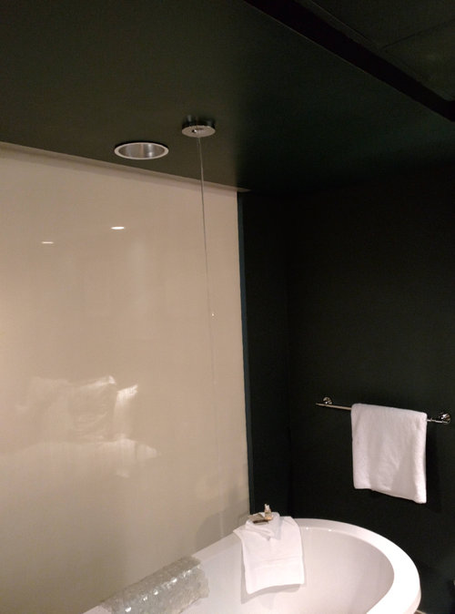 天井からお風呂の水05