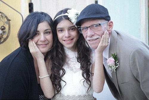 末期がんの父親に花嫁姿を見せる11歳01