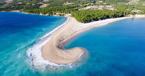 最近の台風のあとのクロアチアのビーチ01