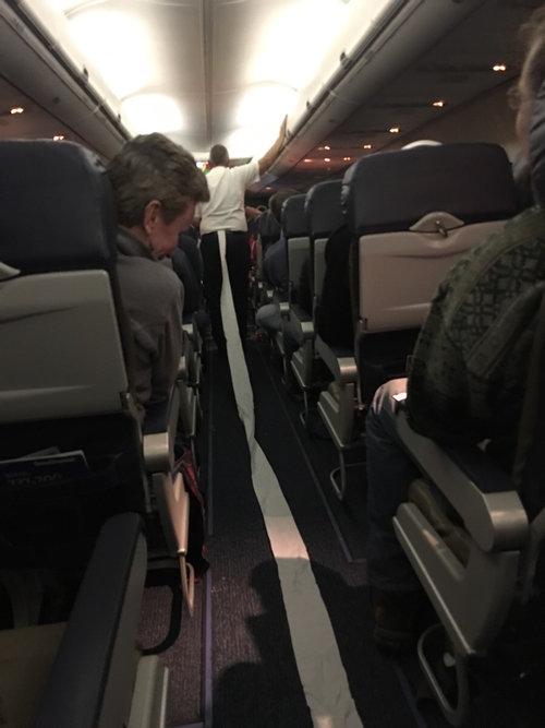 飛行機のトイレ01