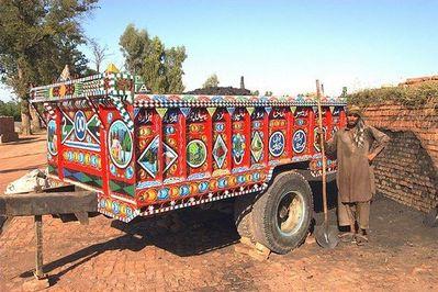 パキスタンのデコトラ12