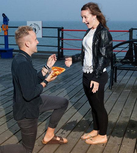 婚約指輪をピザに置き換えたら09
