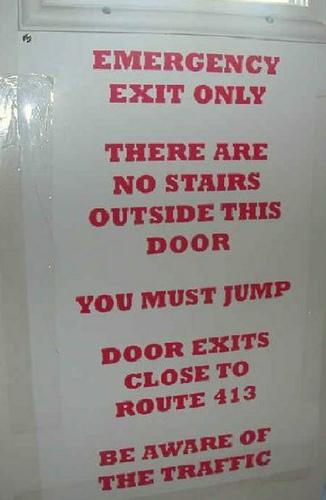 怖い非常ドア