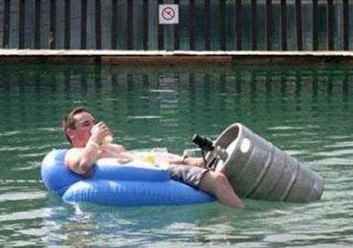 水害時にたくましく楽しむ人々02