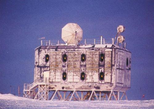 南極基地12