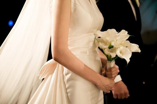 結婚した2人、11年前に同じ写真に写ってた00