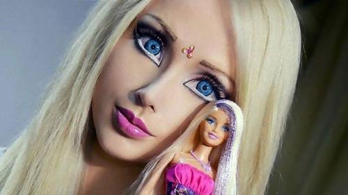 バービー人形みたいな女性がすっぴん公開01
