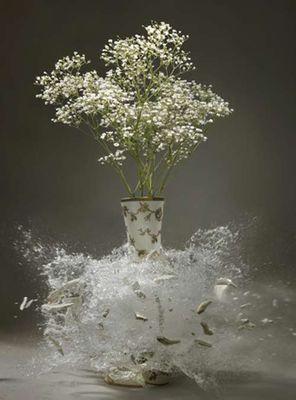 生け花と花瓶─破壊の美学09