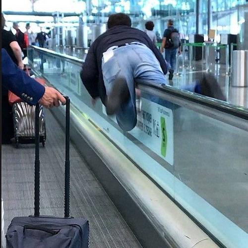 マナ—の悪い海外の乗客03
