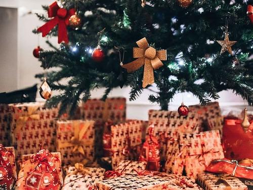 ツリーの下に置いてあったクリスマスプレゼントの中身がわかった00