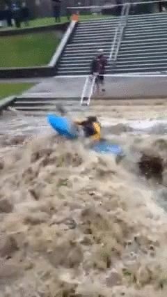大学が洪水09