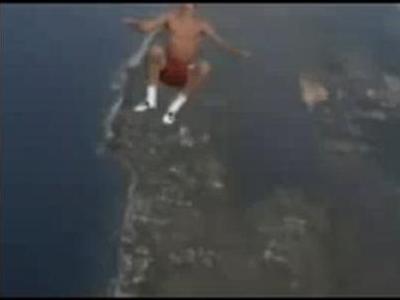 裸でスカイダイビング