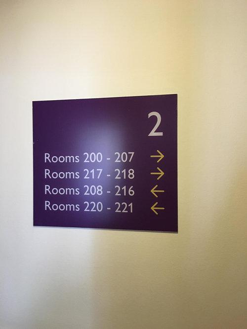 「219号室はどこ?」01