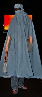 イスラム女性向けのファッションショー03