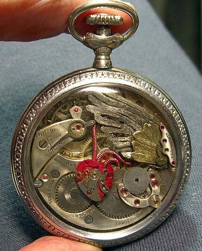 時計の部品から造った動物アート07