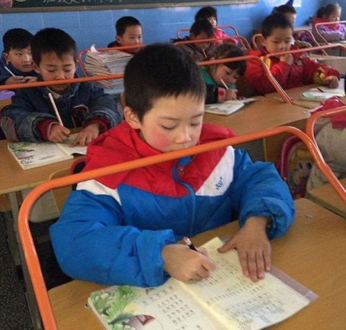 中国の児童を姿勢よくするアイデア03