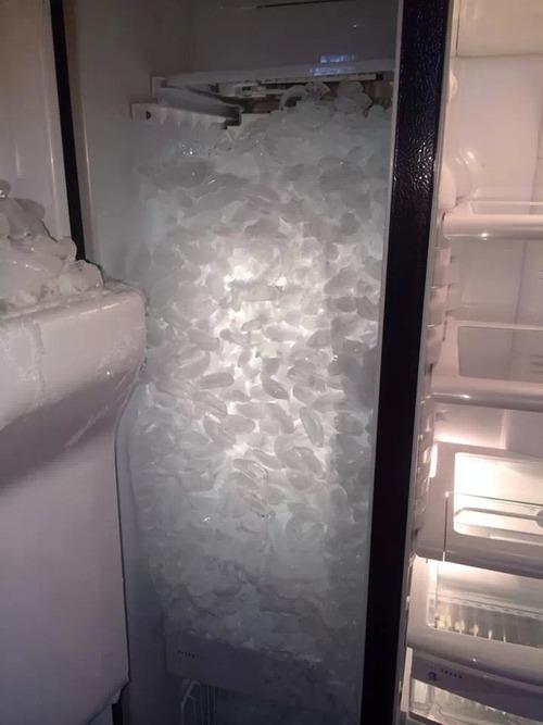 冷蔵庫の製氷機01