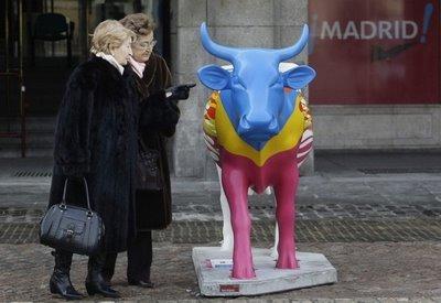 スペインの面白牛彫刻02