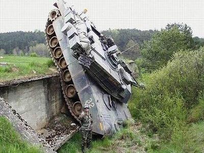 事故を起こした戦車00