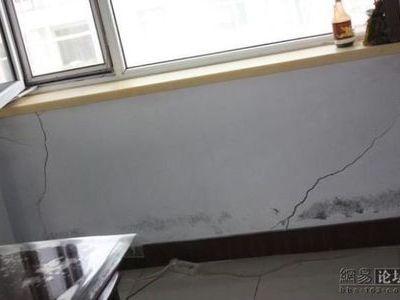 新築なのに倒壊寸前の中国の建物00