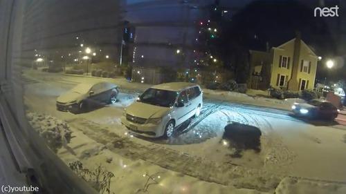 雪の駐車場で偶然できたもの01