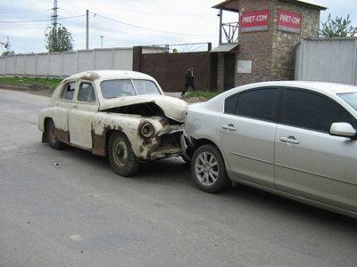 13-高そうな車がオンボロ車に追突される悲劇