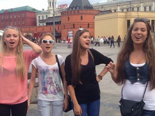 ロシア人の美少女4人が歌うフォークソング01