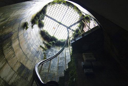 湖の下に秘密の部屋03