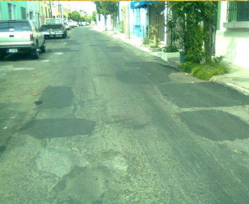道路の穴06