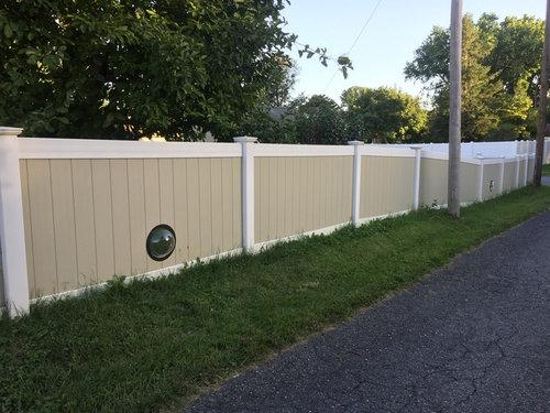 犬のためにフェンスに小窓03