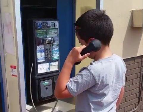 今時の子供が公衆電話を見たとき01