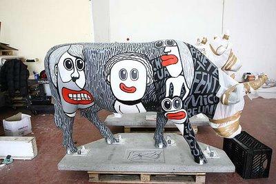 スペインの面白牛彫刻14