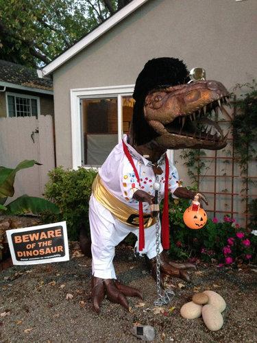庭にいる恐竜08