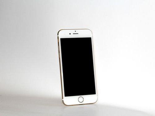iPhoneを9つ買って元彼女に送りつける00