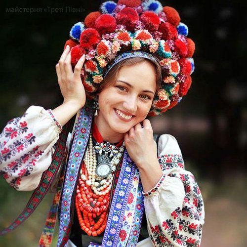ウクライナ女性の伝統衣装01